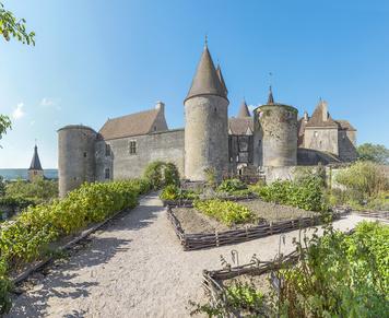 Châteauneuf, forteresse médiévale et résidence castrale